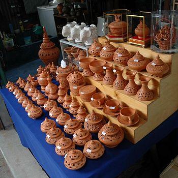 350px-Pottery_Sale